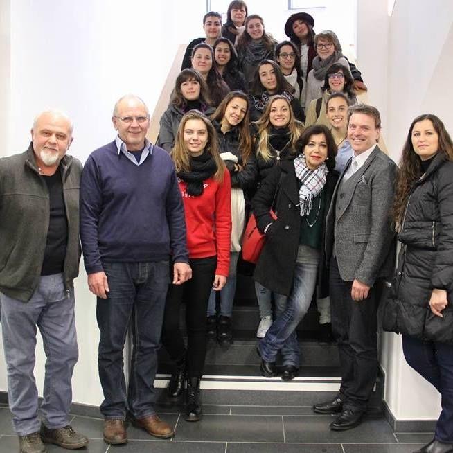 Gemellaggio con l'Istituto S.C.I. di Moers (Germania). Nell'immagine gli allievi delle classi terze, selezionati per il viaggio-premio, accompagnati dai loro insegnanti. Novembre 2015, Liceo artistico Stagi di Pietrasanta.