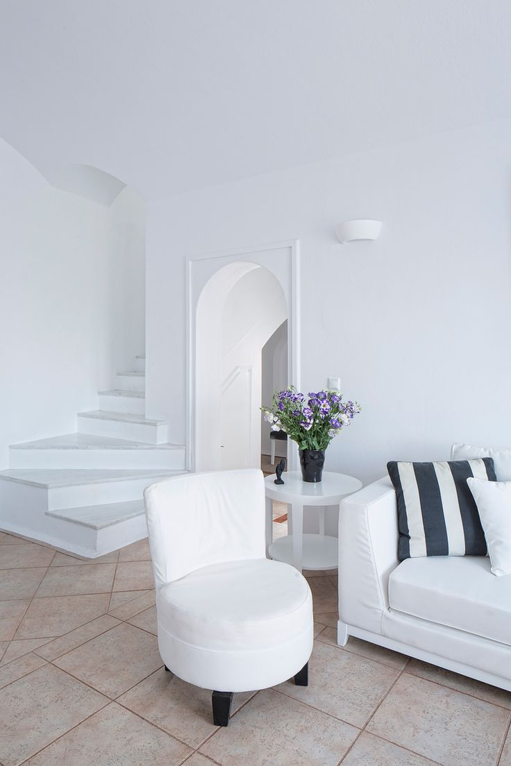 Simple yet elegant decoration adds to the feeling of luxury at the Canaves Oia villa