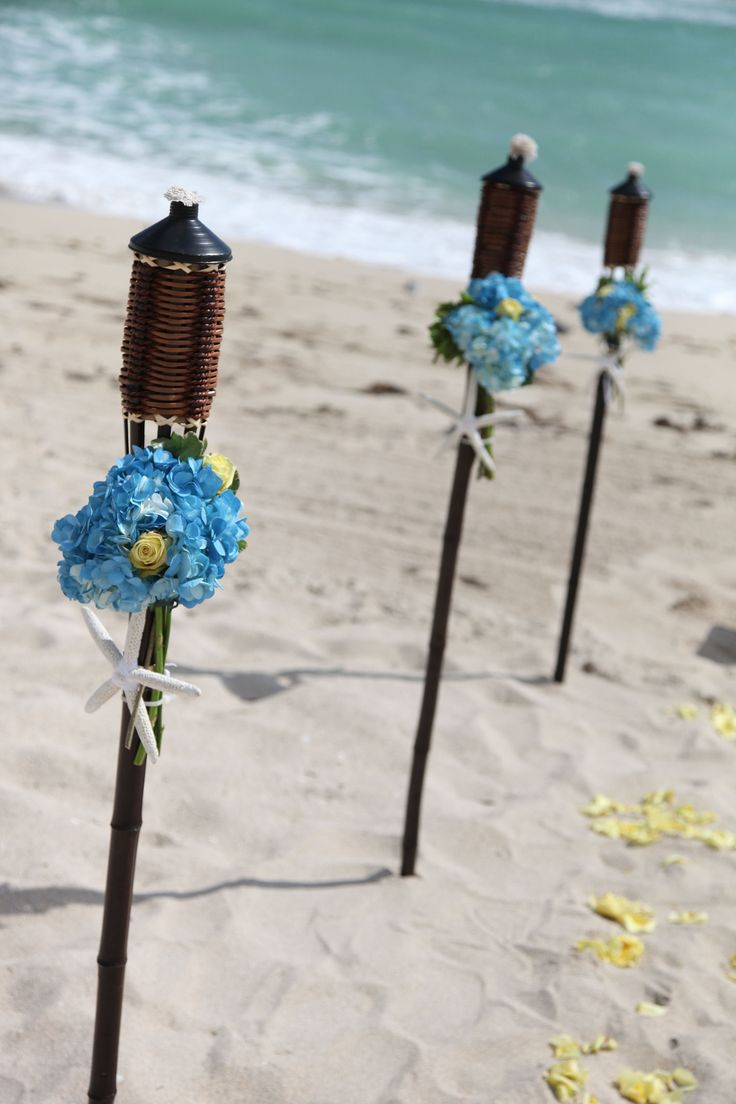 Simple Beach Wedding Bouquets | Real Wedding: Justin and Sara's Beach Wedding