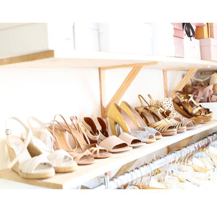 Luxury shoes on www.louiseparis.fr .  MIU MIU yellow and silver Glitter shoes , CHLOE beige pink flat sandals, CHLOE gold sandals, CHLOE beige pink high heel sandals