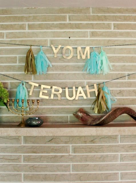 pretty Yom Teruah banner and mantle