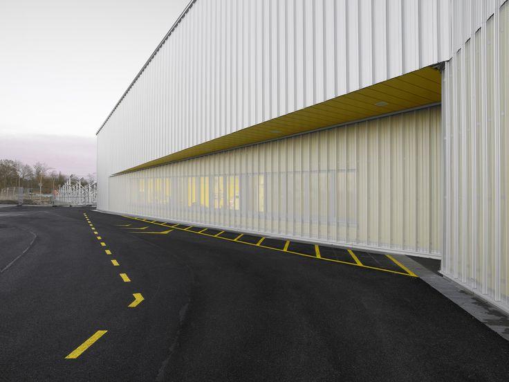 North Laser Center / blauraum