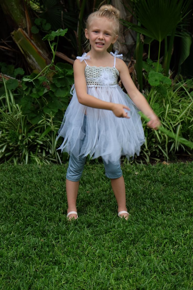Playful Pixie Leggings #summerdays #play #girls #ooftd #kidsfashion #parentingblog #huffingtonpostkids www.momentswithmom.com