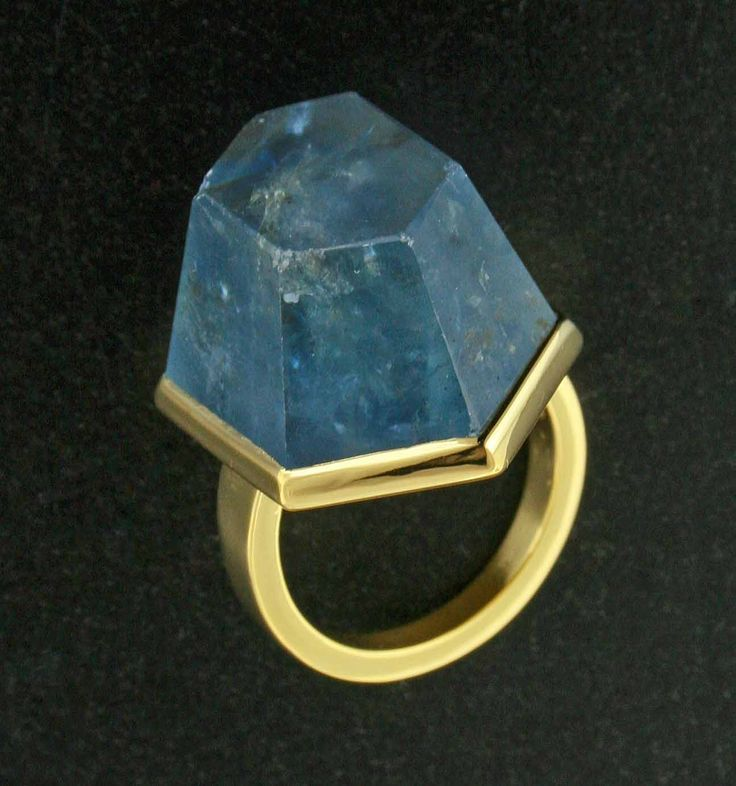 Fancy Shaped Natural Burma Sapphire and 22K Yellow Gold Ring by James de Givenchy #Taffin #JamesdeGivenchy #Ring