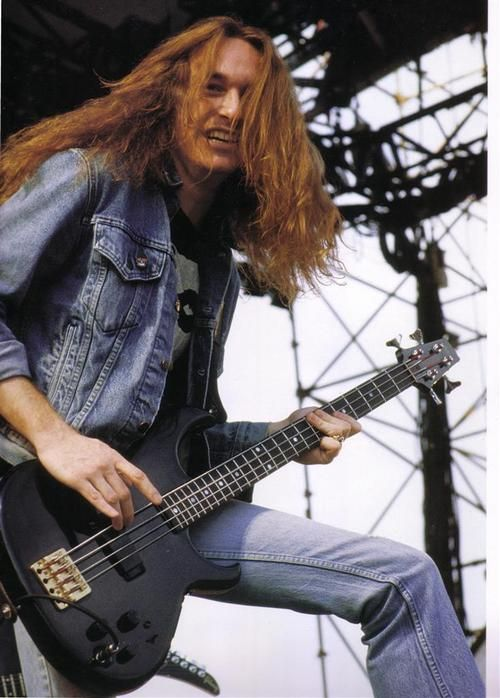Ron McGovney (November 2, 1962) American bassist, guitarist and singer o.a…