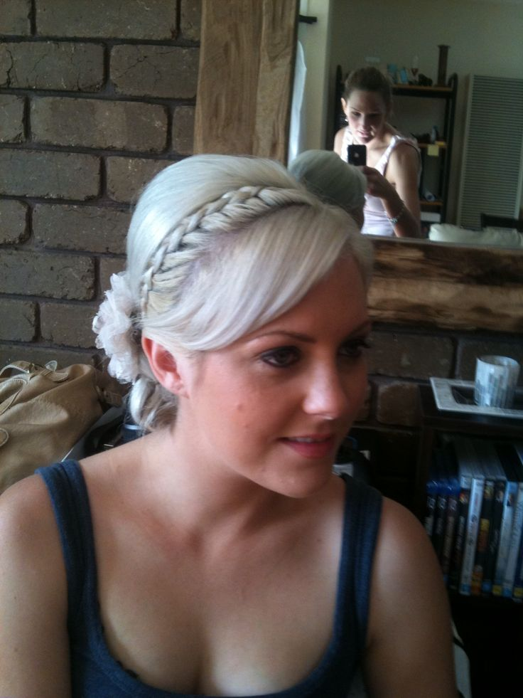 Blond braid and hairup