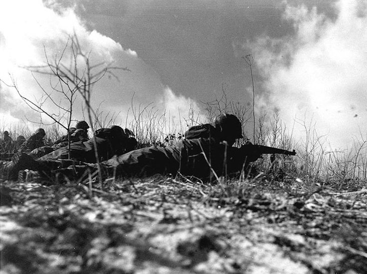 US and UN forces pursued the Chinese, and established themselves in the Chosin Reservoir area.