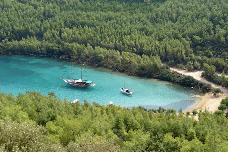 Bodrum, Turkey - Day Boat moored in Paradise Cove Golkoy: http://www.ytravelblog.com/bodrum-turkey/