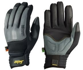 Enhanced safety #gloves with Kevlar® lining. Wear these amazing work gloves with superior cut protection level 3). Count on advanced curved design for outstanding grip and working comfort. EN 388. Available in sizes 7-11. - Snickers Workwear Artnr. 9575