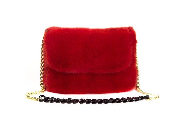 Borsa C visone rosso  manico a catena dorata e resina  chiusura a zip tasca interna con zip  porta cellulare Mod C dimensioni cm.22x15x6