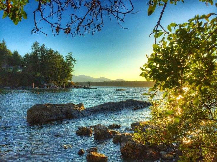 3 days on BC's Salt Spring Island: what to see, eat, and do on Day 1. Hiking, restaurants, sunset drives #ExploreBC #ExploreCanada