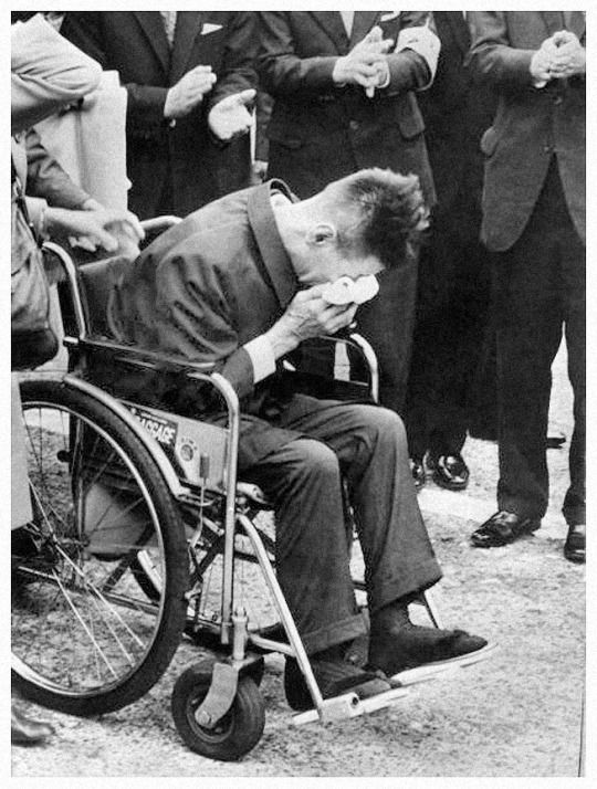 Photo:  Shoichi Yokoi weeping with emotion as he is applauded on his arrival in Tokyo after hiding in the jungle of Guam for 28 years,31 years after he had left Japan to do his military service. (Keystone/Getty)