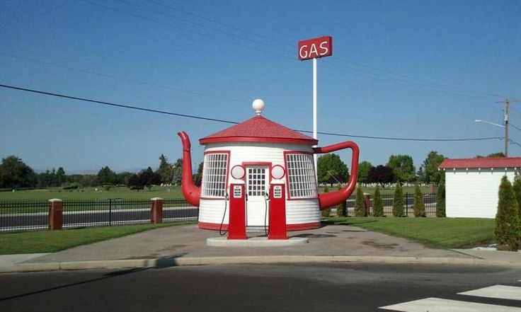 This little cute gas station was built in 1922, intended to be a reminder of the Teapot Dome Scandal involving President Warren G. Harding and a federal petroleum reserve in Wyoming