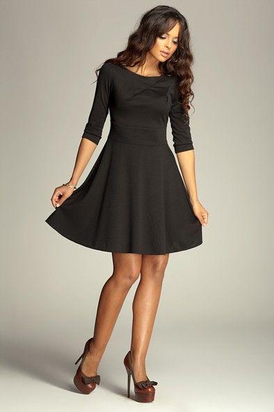 Magnifique #robe #noire avec manches 3/4 et jupe à godets.