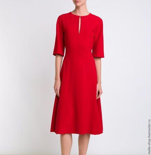 Платье красное повседневное из костюмной ткани. Платье в офис.Красивое платье…