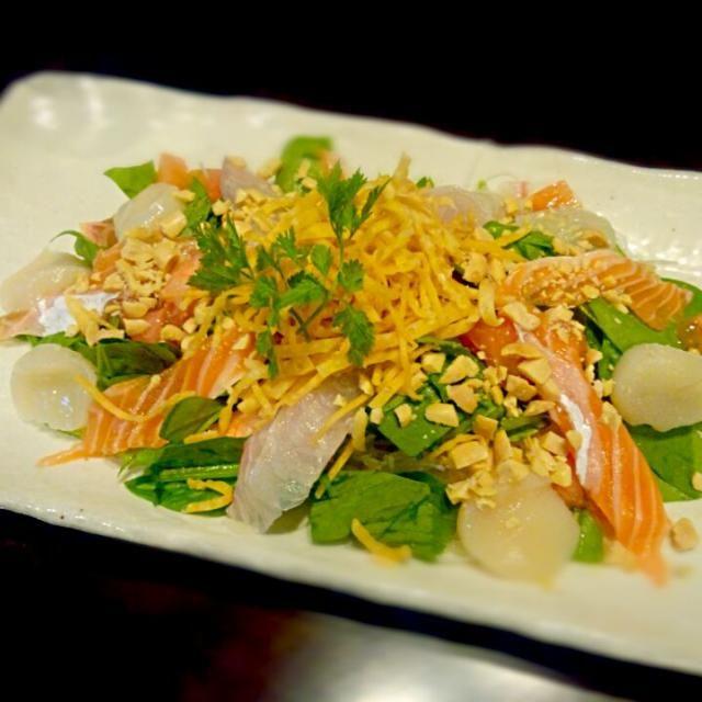 中華ドレッシングをかけて混ぜ混ぜしてから食べて下さい♪ - 57件のもぐもぐ - お刺身のパリパリサラダ by 大塩 貴弘
