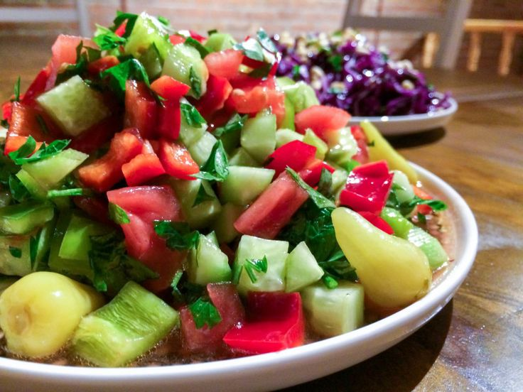 Tomat- og agurksalat (Çoban salatası)