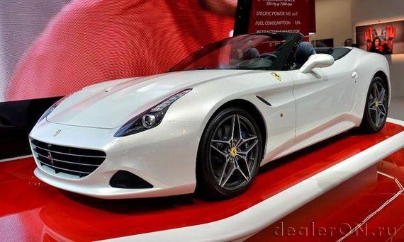 Кабриолет Ferrari California T 2014 / Феррари Калифорния Т в салоне дилера