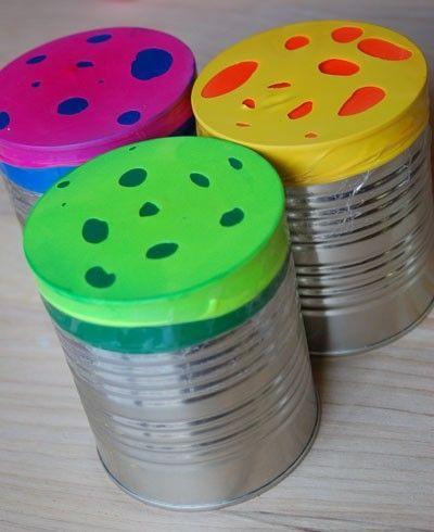 Speelgoed zelf maken. recycle, upcycle: maak je eigen trommel of drumstel. Goedkope knutsel tip van Speelgoedbank Amsterdam voor kinderen en ouders. Goedkoop knutselen.