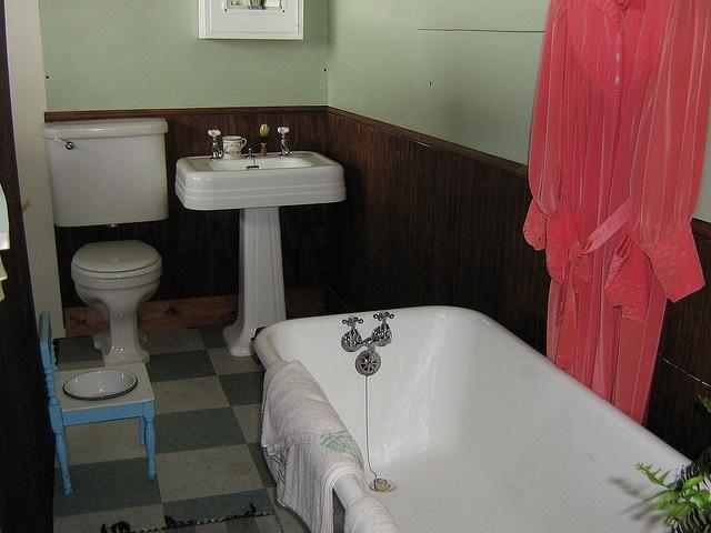 95 best 1940s bathroom images on pinterest bathroom for Bathroom ideas 1940
