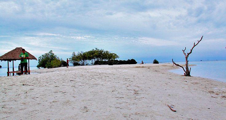 Pantai Pasir Perawan di Pulau Pari #indonesia
