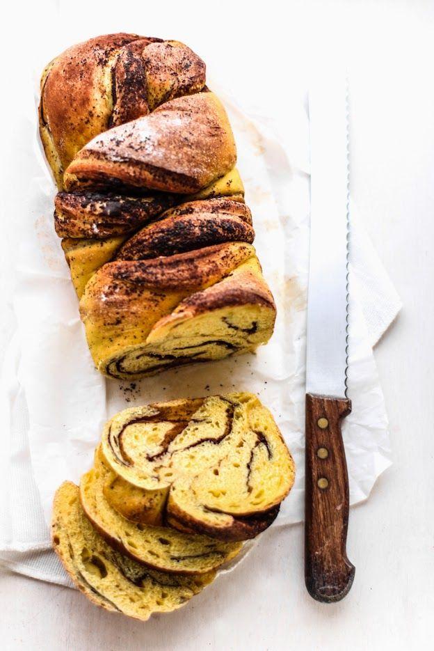 Treccia lievitata con zucca e cioccolato.