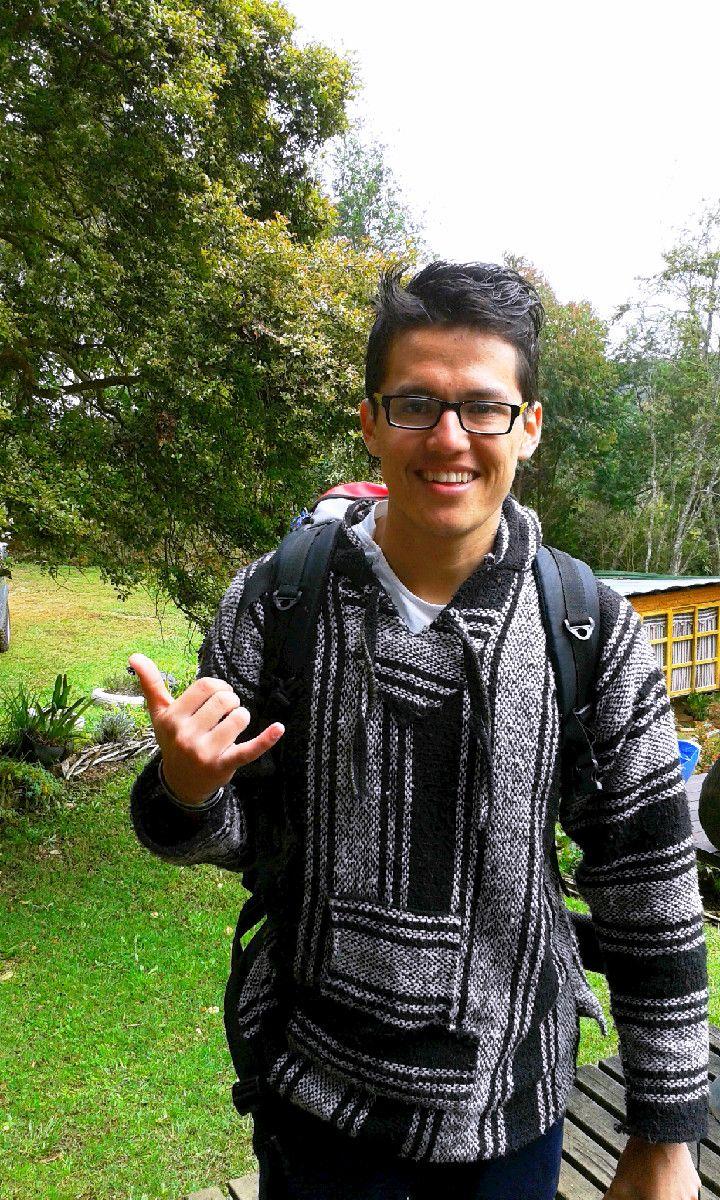 Kevin Godoy desde Mexico visitando el Hostal Rancho Rueda Libre en Santa Elena, Medellin, Colombia.