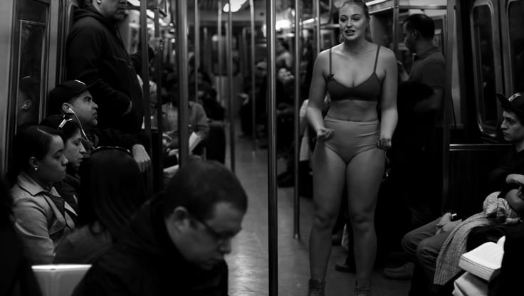 La modelo Iskra Lawrence anima a todo el mundo a aceptar y querer su cuerpo tal y como es-