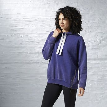 Chase away post-class chills. Pullover the soft, roomy comfort of our LES MILLS™ hoodie.