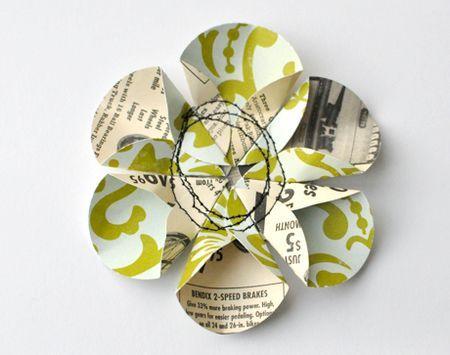 Fleur en papier et couture