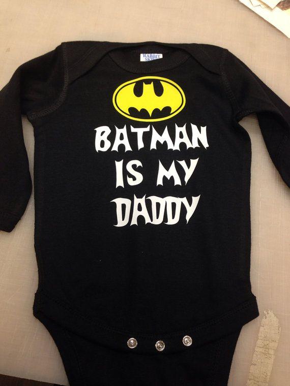 873b68f796c1c Descripción del producto. Obtener su dosis de estilo superhéroe con esta  licencia oficial de la camiseta Batman vs Superman Mujer ...