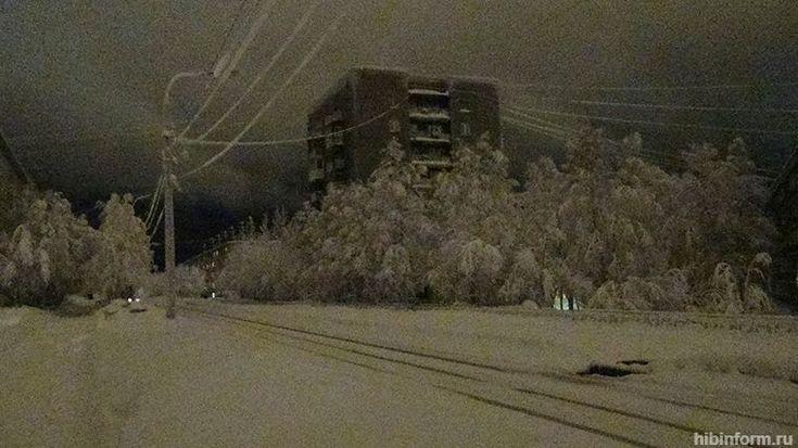 Часть жилых домов в Апатитах вчера осталась без света https://www.hibiny.com/news/archive/154642/  Вчера вечером в Апатитах в верхней части улицы Ленина, а также на улицах Победы, Нечаева, Северной и Фестивальной можно было наблюдать впечатляющую картину. На проезжей части отключились фонари, в некоторых домах пропало электричество, однако из-за