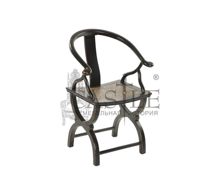 Кресло в стиле Прованс выполнено из массива. Особую изюминку креслу придают изящные ножки и оригинальная спинка. Сиденье обито плотной тканью бежевого оттенка. Исполнено в черном цвете. Это кресло прекрасно дополнит интерьеры в современном стиле, стиле Прованс, Арт-Деко.