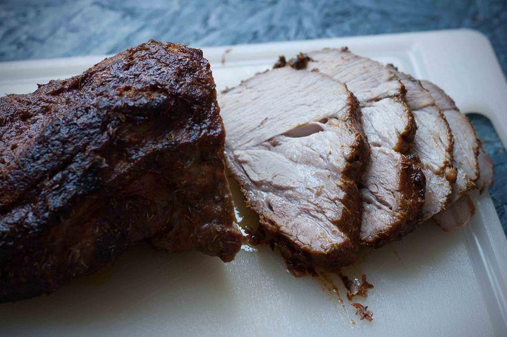Nakkefilet er et meget lækkert og mørt stykke kød og så er det tilmed meget billigt. Det er super nemt at tilberede, og kan bare stå at hygge sig i ovnen.