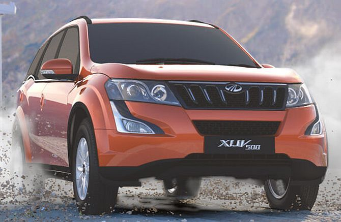 Mahindra Introduced Two New Features in XUV 500 Automatic Mahindra XUV 500 is the best and popular SUV from the domestic utility vehicle manufacturer and now introduced with the two additional features. The top end variant, W10 automatic comes with the start & stop push button system and passive keyless entry.