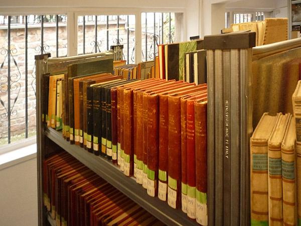 Las 25 mejores ideas sobre estantes met licos en pinterest - Estanterias metalicas para libros ...