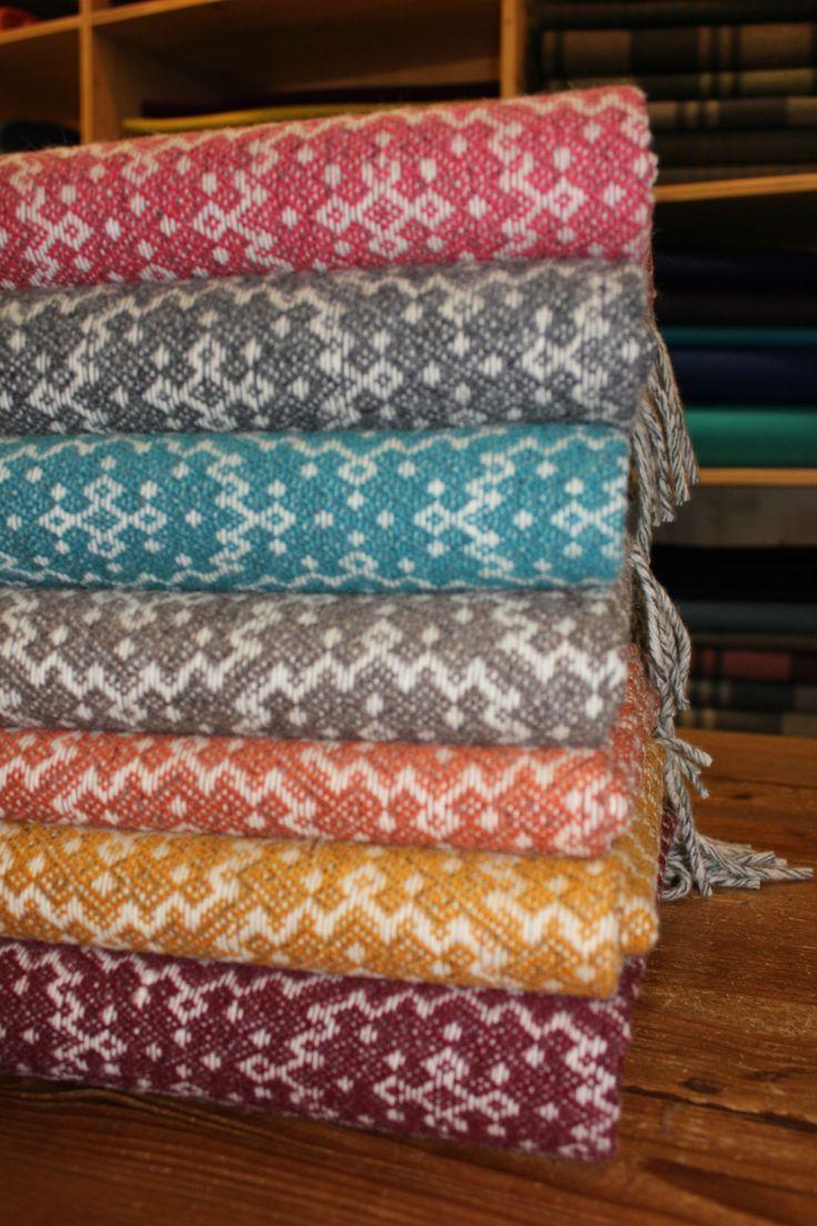 """E temos mais novidades: mantas """"Timeless"""", disponíveis em sete fantásticas cores. / We have more news: blankets """"Timeless"""", available in seven fantastic colours."""