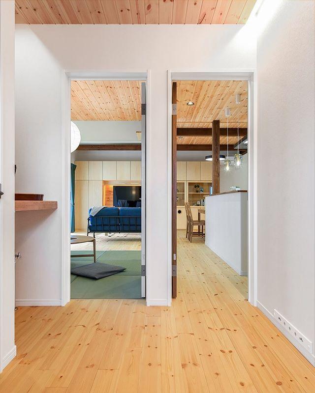 ㅤ 玄関を開けるとつの入り口があるお家 ㅤ 左側の扉は和室につながり
