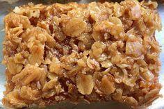 En kaka som bakas i långpanna och räcker till många! Havretosca Botten: 6 ägg 5 dl strösocker 6 dl vetemjöl 6 tsk bakpulver 1...
