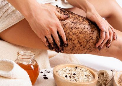 "Banish cellulite: Mix 1/4 cup warm, used coffee grounds with 1 tablespoon of olive oil, then apply the mixture to your ""problem areas"" .  Next, wrap the areas with shrink wrap and leave on for several minutes. Remove the wrap, brush loose grounds off your skin and then shower with warm water. For best results, it is recommended to repeat this procedure twice a week.  The caffeine is purported to help metabolize fat when absorbed by the skin."