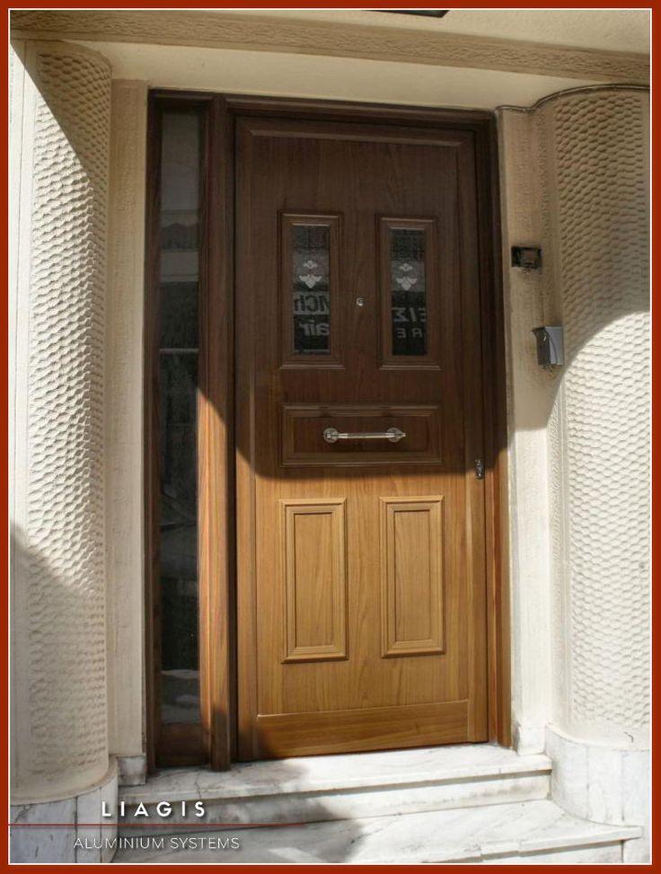 Πόρτες Αλουμινίου Κυρίας Εισόδου και Κουζίνας | Λιάγγης | Δάφνη Υμηττός    Πόρτα αλουμινίου με διακοσμητικές ασφάλειας,πλαϊνό σταθερό σε χρώμα απομίμησης ξύλου.