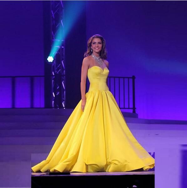 Modest Yellow Beaded Evening Gowns Pageant Dresses Jewel Sheer Neck Celebrity Sequins Prom Dress Floor Length Quinceanera Gowns