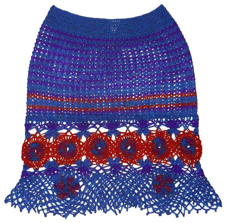 Falda tejida a crochet en hilos de colores azul Prusia, anaranjado, morado y rojo matizado, talla M