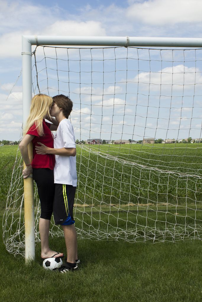 Soccer Couple - ooo jason and i should do this!!! <3