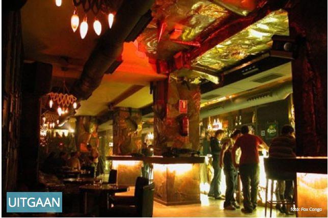 Fox Congo  Detta är definitivt en av de bästa barerna i Barrio del Carmen. De erbjuder en härlig atmosfär med tropisk känsla och funky musik. Det tropiska temat gör verkligen att det känns som om man är i hjärtat av en regnskog, dock med alla bekvämligheter såsom lyxiga läderfåtöljer, spektakulära ljuseffekter och en hel bar gjord av Onyx (vulkanisk glas)! AdressCalle Caballeros, 35, 46001 Valencia Telefon+34 617 70 74 22