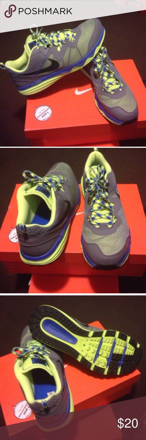 Nike Dual Fusion Sneaker Nike shoe Nike Shoes Sneakers