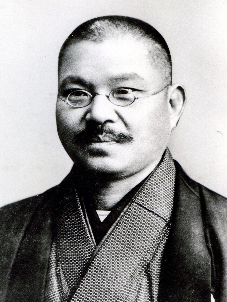 岡村司 弁護士  慶応2年(1866)12月14日、千葉県に生れる。 明治25年、東京帝国大学法科を卒業。同年、司法省試補となり、明治26には文部省試補に転じ、翌年、陸軍経理学校教授に就任する。明治32年、京都帝国大学法科助教授となり、民法研究のためドイツとフランスに留学する。明治35年に帰国して同大学教授となる。明治37年、総長推薦により法学博士の学位を受け、のち法学部長となる。   大正3年、京都帝国大学を退官し、大阪で弁護士を開業。かたわら京都帝国大学、関西大学、大阪高等商業学校の講師となり、フランス民法を講義する。   本学との関わりは大正3年、「母校改革運動」が起こった際、本学理事内藤正剛の斡旋で事件の調停役に選ばれ、その収拾に尽力したことから始まる。のち社団法人の定款改正に伴い、斎藤十一郎学長とともに理事に選任され、教務を掌理する。大正6年、本学を辞任。大正11年(1922)3月23日没した。55歳