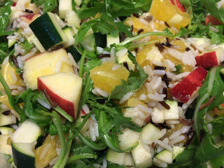 Risalat med ruccola, appelsin, squash og æble