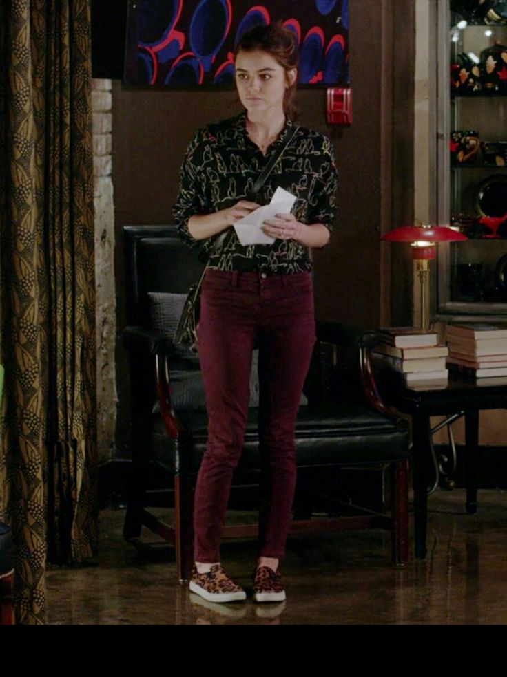 Aria   pll season 7 episode 17   outfit inspiration   burgundy jeans and black blouse