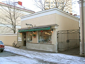 Ojakadun Vohvelikahvila, an adorable waffle cafe in a tiniest stone foundation building possible!